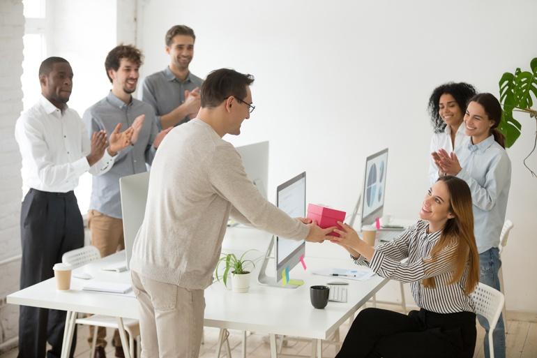 Honoring-Employee-Work-Anniversaries-blog